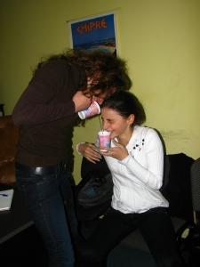 O baie pe nas, de revigorare - Ioana si Adina